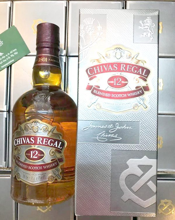 Ruou-Chivas-Regal-12-nam-750ml-hop-giay-xach-tay-tu-Singapore-2
