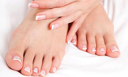 Cách tẩy da chết ở bàn chân bằng chanh và dầu bạc hà-1
